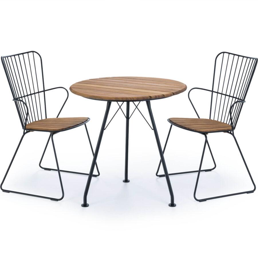 Bild på cafégrupp med Paon karmstolar och Circum bord från Houe.