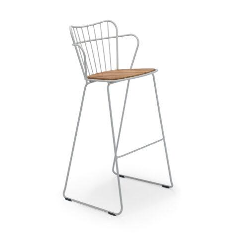 Paon barstol från Houe, här i färgen taupe-vit.