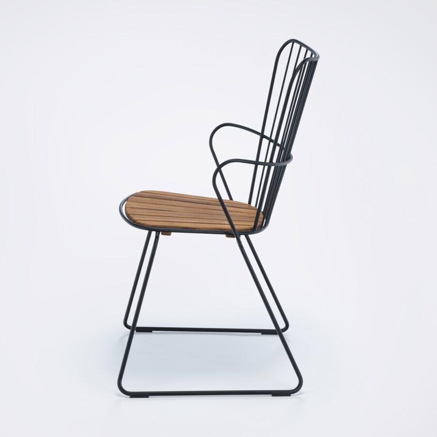 Karmstol i svart stol och bambu från Houe.