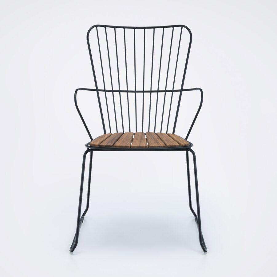 Karmstolen Paon i svart med bambulameller.