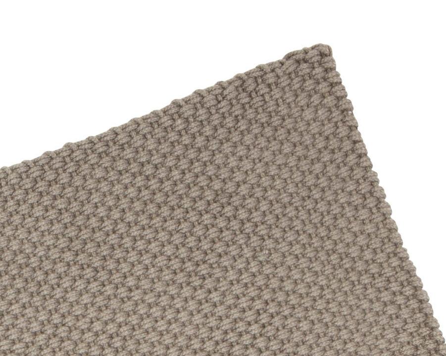 PET matta i färgen taupe.