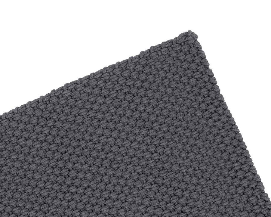 Pet matta i mörkgrått.
