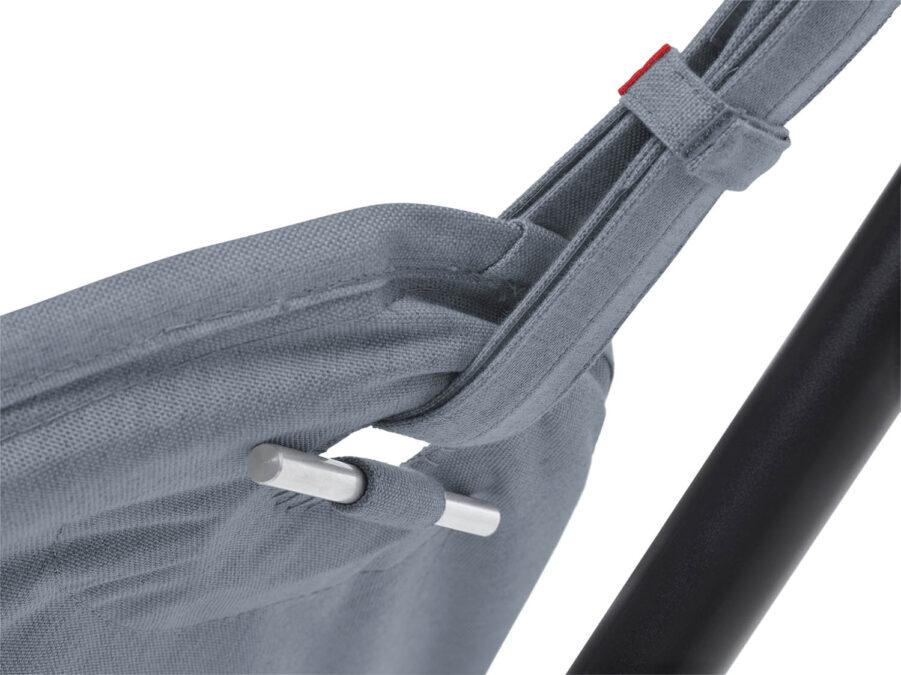 Närbild på Fatboy Headdemock Sunbrella i färgen Steel blue.