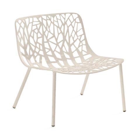 Forest loungestol i vitt från FAST.