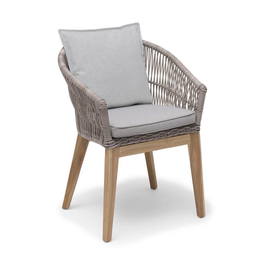 Himmelsnäs karmstol i beige konstrotting med beige dynor från Hillerstorp.