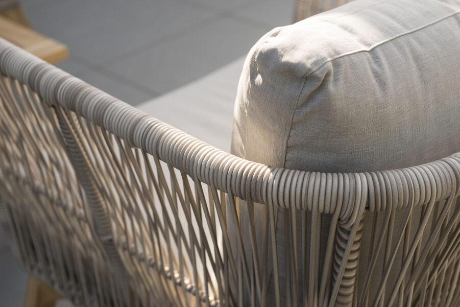 Detaljbild på Himmelsnäs soffa i beige.