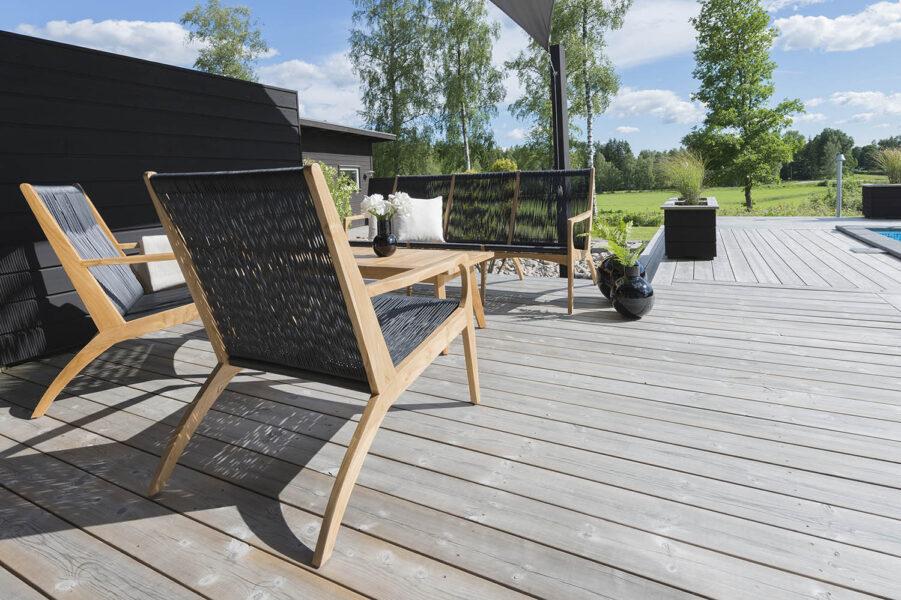Miljbild på Ardernäs fåtölj och soffa från Hillerstorp.