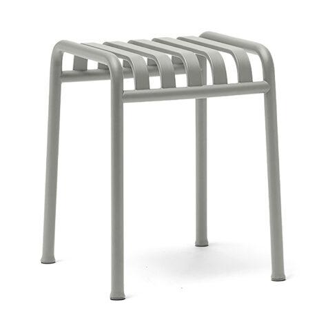 Palissade sittpall i ljusgrå stål från Hay.