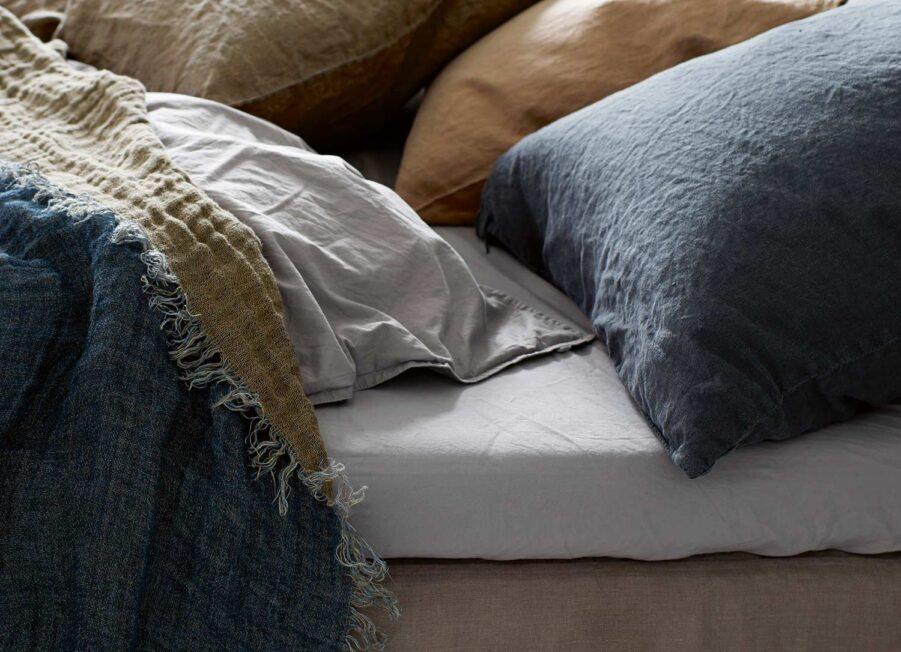 Linne kudde i phantom färgen från Tine K.
