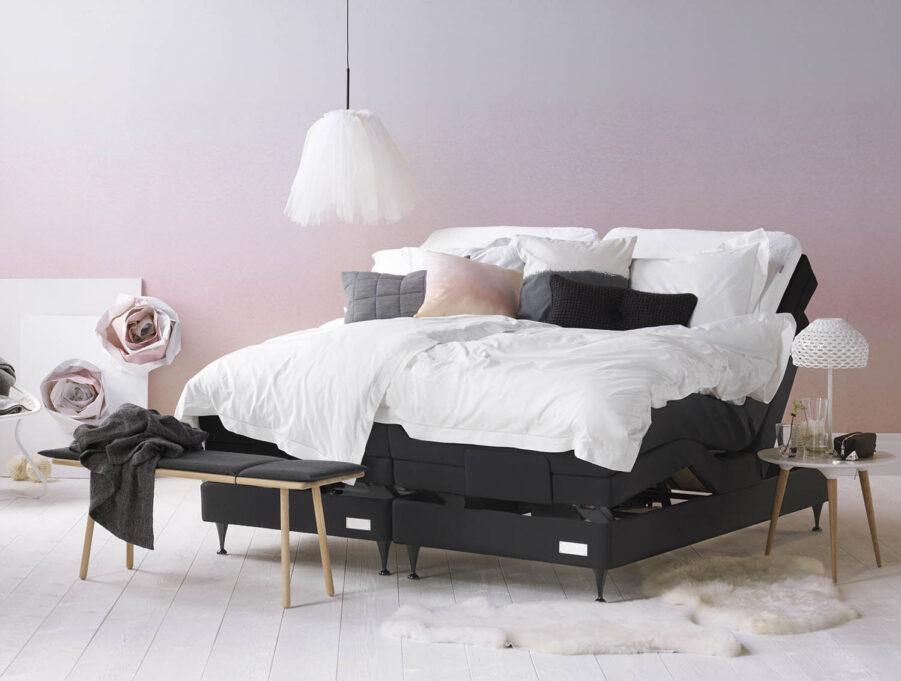 En miljöbild på Carpe Diems Saltö ställbar säng.