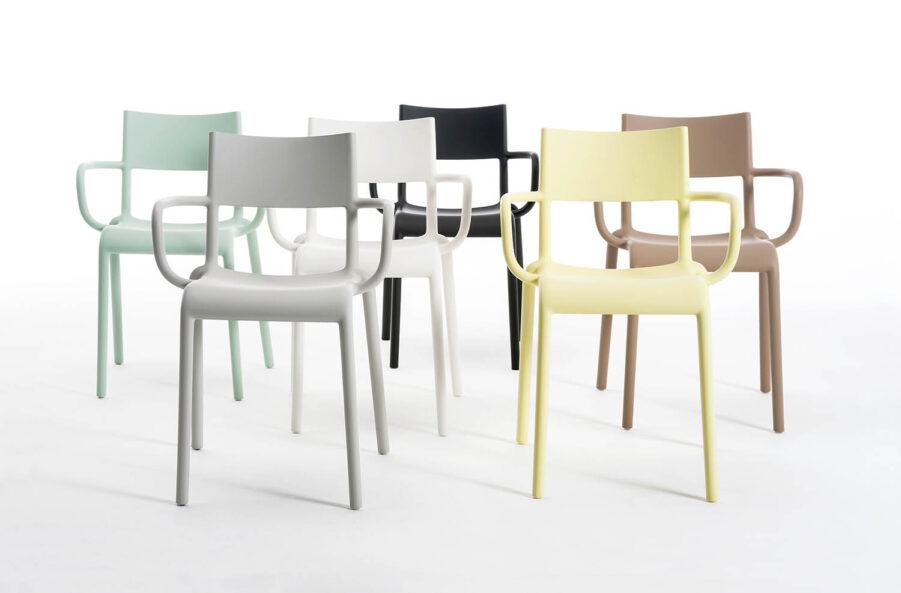Bild på karmstolen Generic A i flera pastellfärger från Kartell.