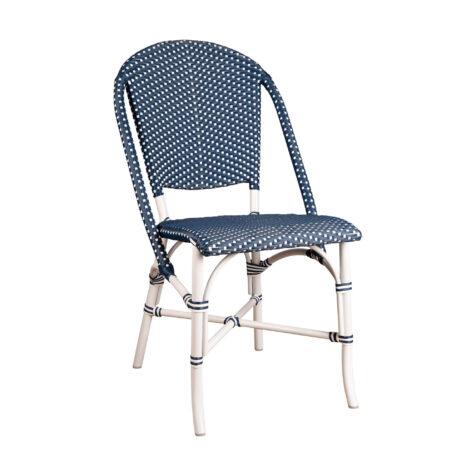 Sofie stol i vitt med blå konstrotting.