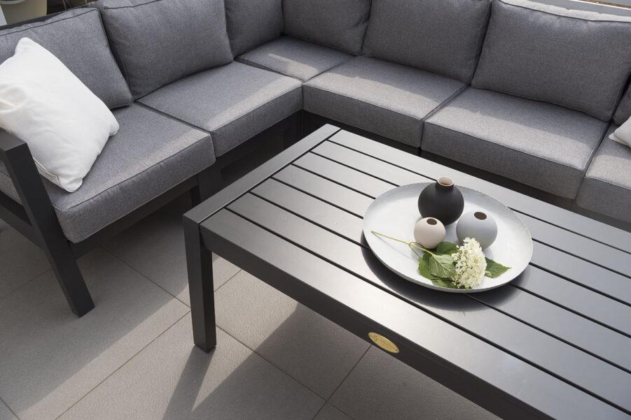 Miljöbild på soffbordet Stoltö från Hillerstorp.
