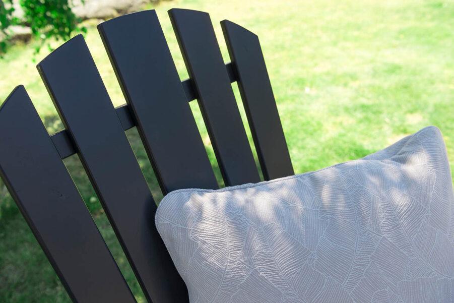 Detaljbild på orkangrå positionsstol i serien Läckö.