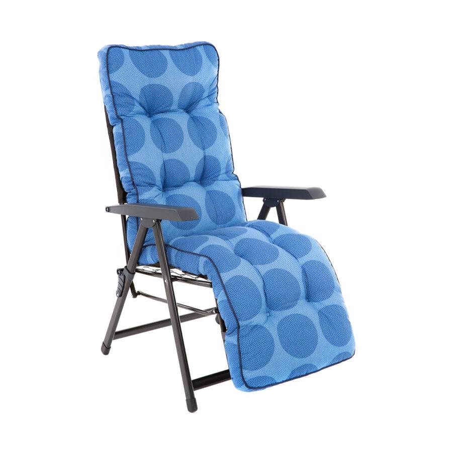 Baden Baden stol med ljusblå prickig dyna.