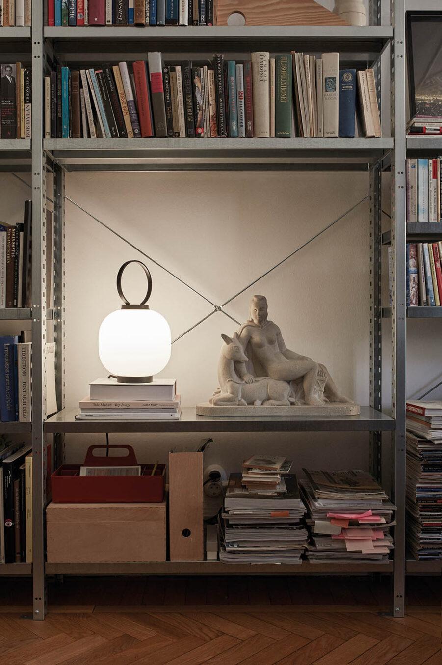 Miljöbild på bordslampan Terne från Skagerak.