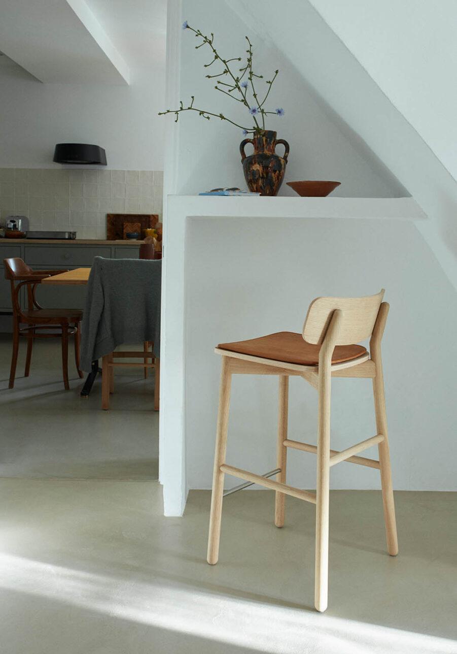 Bild på Hven barstol från Skagerak.