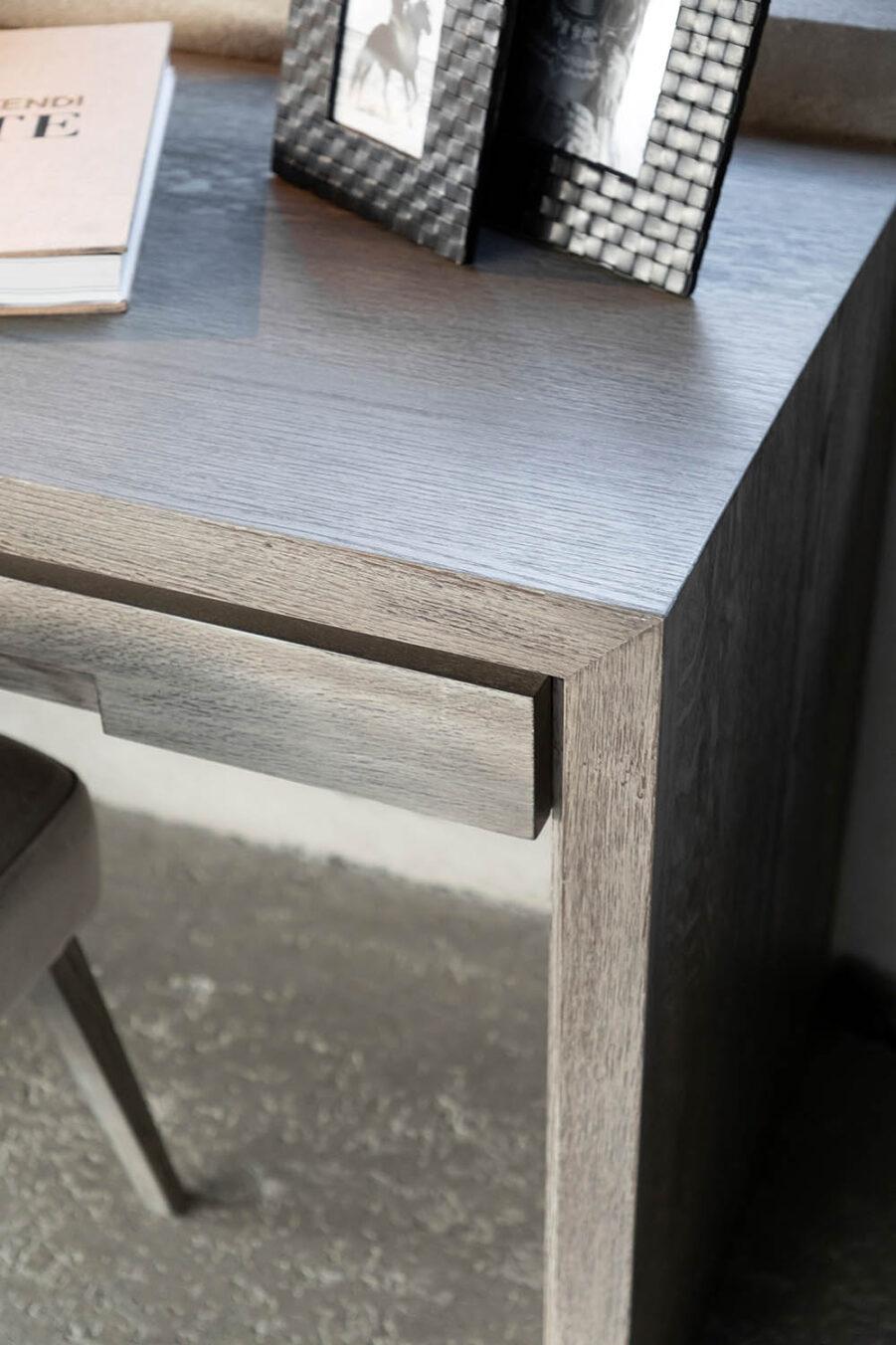 Artwood Hunter skrivbord antikgrå