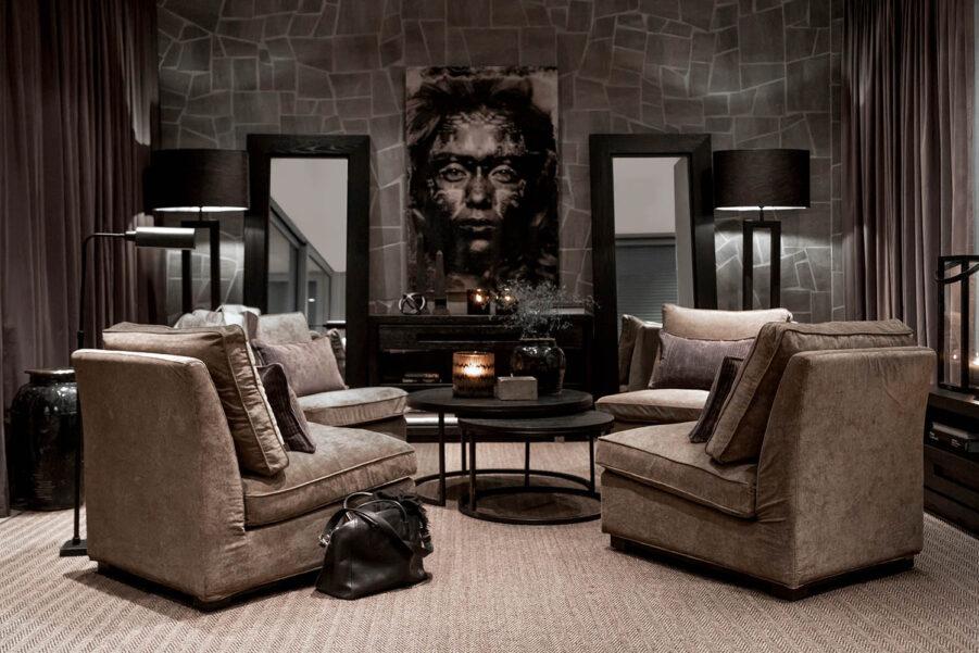 Miljöbild Town loungefåtölj, Mason soffbord, Hunter spegel, Arezzo golvlampa från artwood