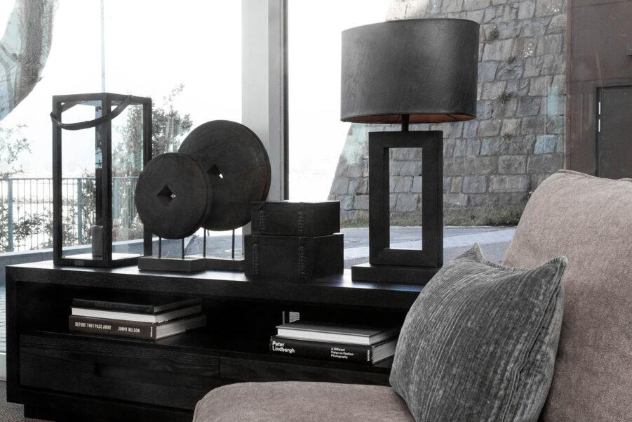 Miljöbild Troya dekoration, arezzo bordslampa, Mendoza box från artwood