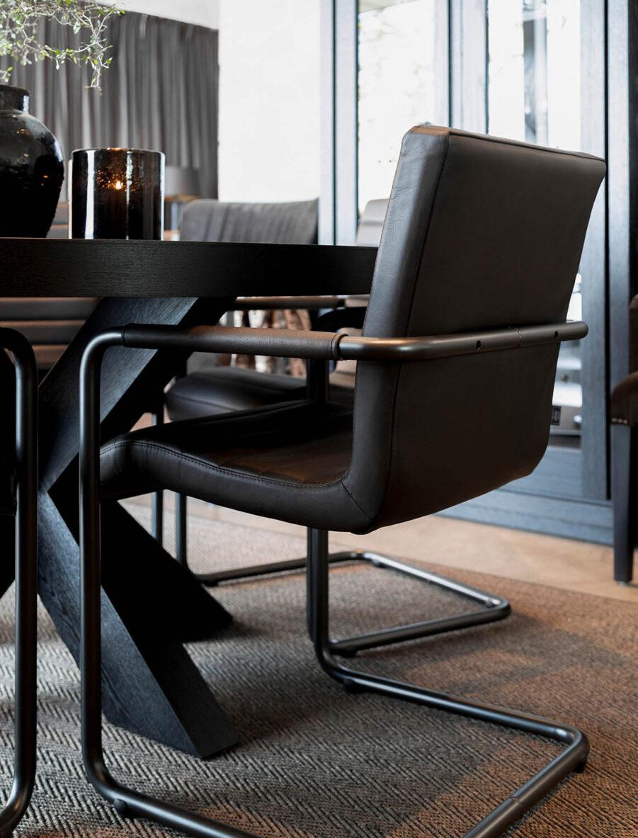 Miljöbild Hunter matbord, Sabina karmstol från artwood