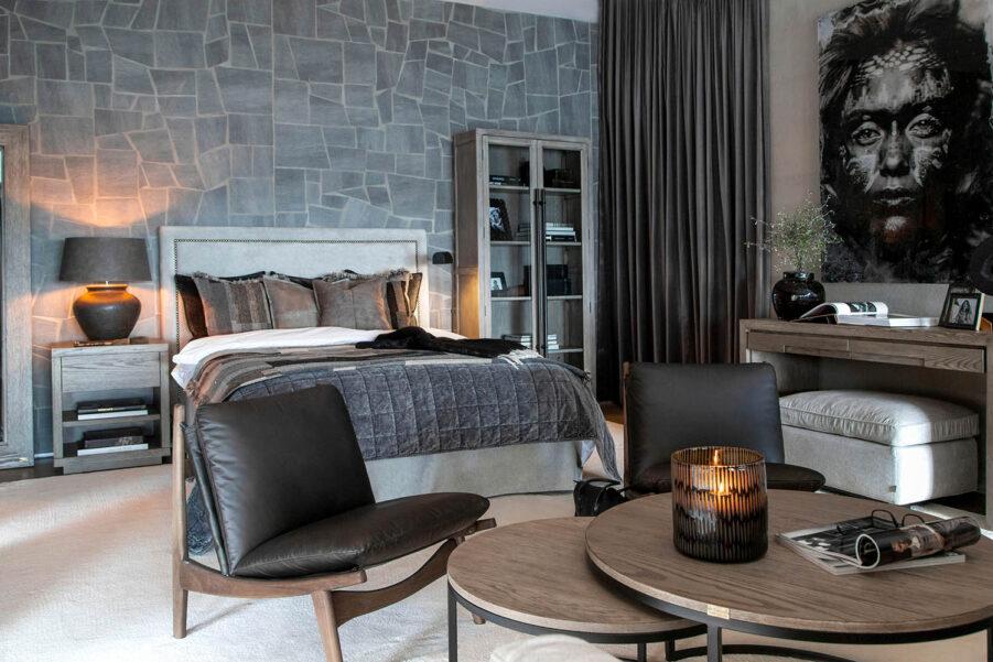 Miljöbild Paris sänggavel, Mason soffbord, Narbonne vitrinskåp från artwood