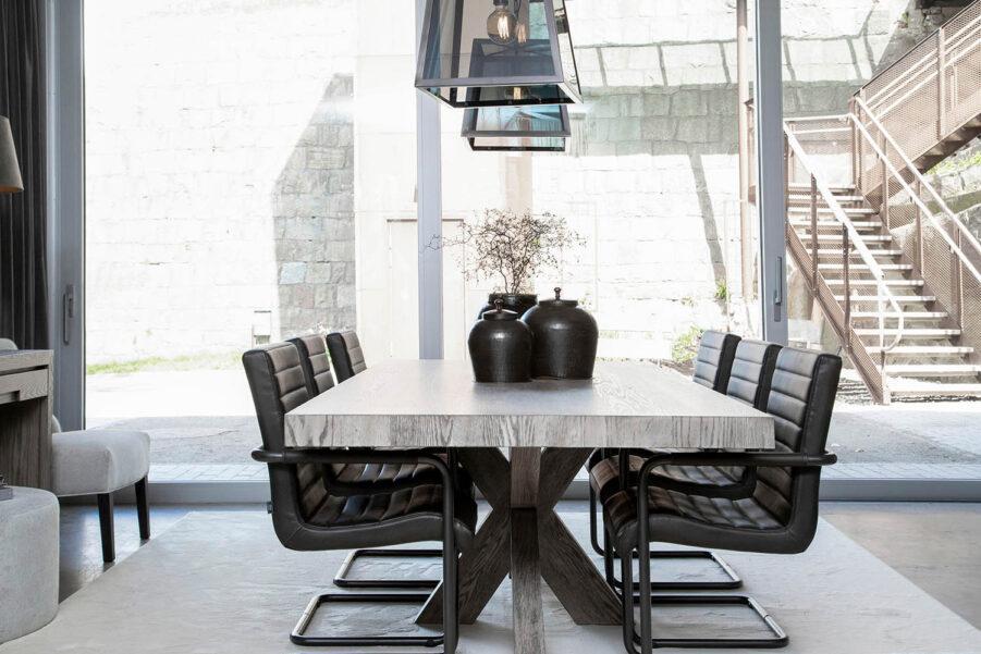 Miljöbild Hunter matbord, Sabina matstol, Big city taklampa från artwood