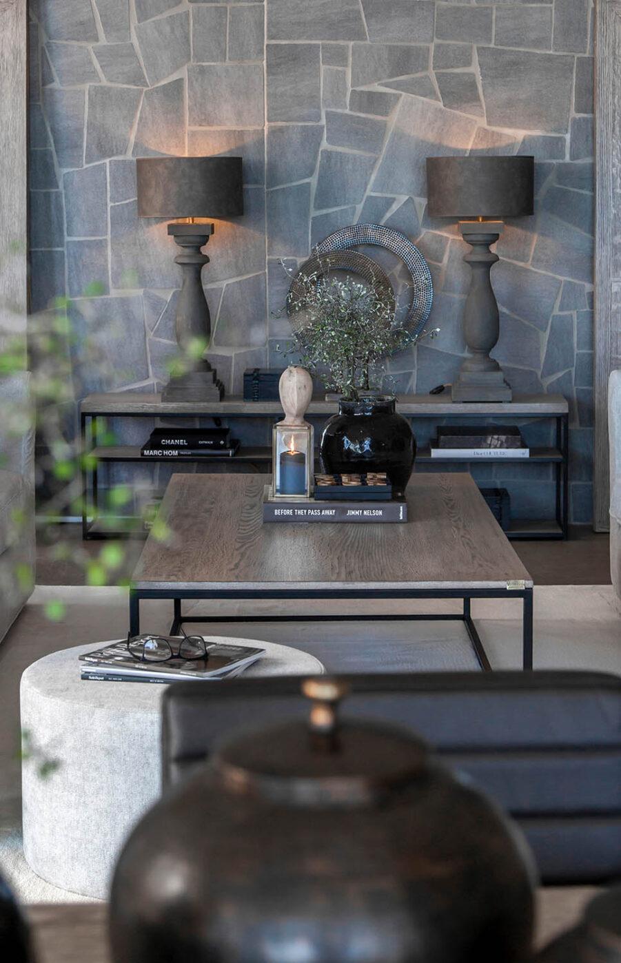 Miljöbild Mason mediabänk, Normandie bordslampa från artwood