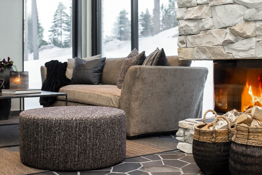 Miljöbild Cortina ottoman, Stafford soffa, Hurricane matta, Mille bord från artwood