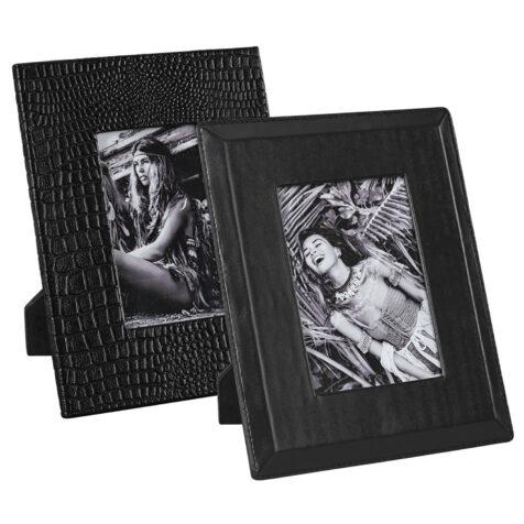 Set med två stycken Mendoza fotoramar i svart skinn.