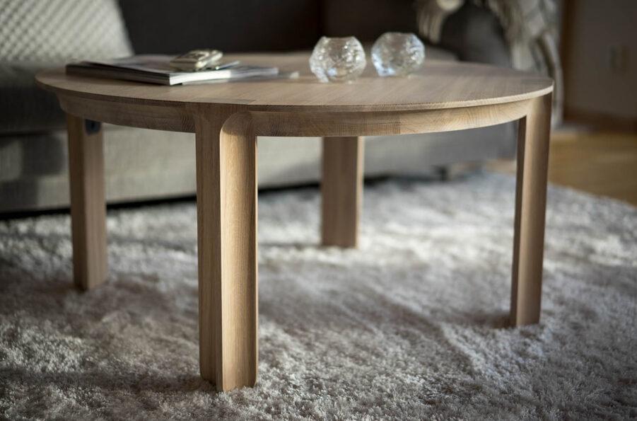 Miljöbild på soffbordet Amor från Mavis.