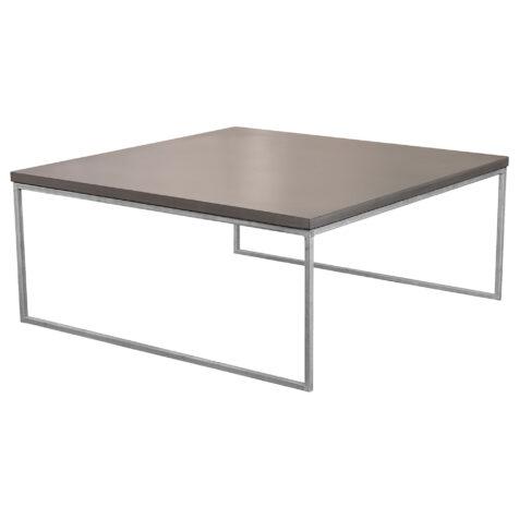 Mystic Black soffbord i storleken 100x100 cm med halvkubunderrede i galvat.