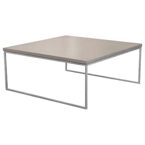 Mystic soffbord i storleken 100x100 cm med halvkubunderrede i galvat.