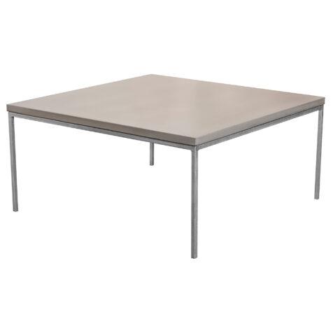 Betongsoffbord i storleken 90x90 cm från MBJ Design.