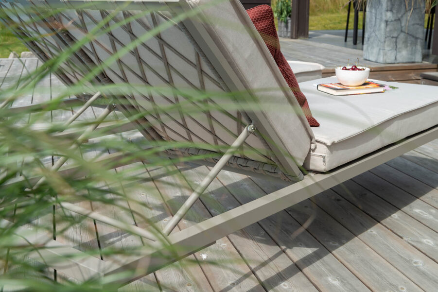 Hillerstorp Jet Set solsäng beige inkl. dyna