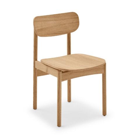 Vester stol från Skagerak i oljad ek med mässingsdetaljer.
