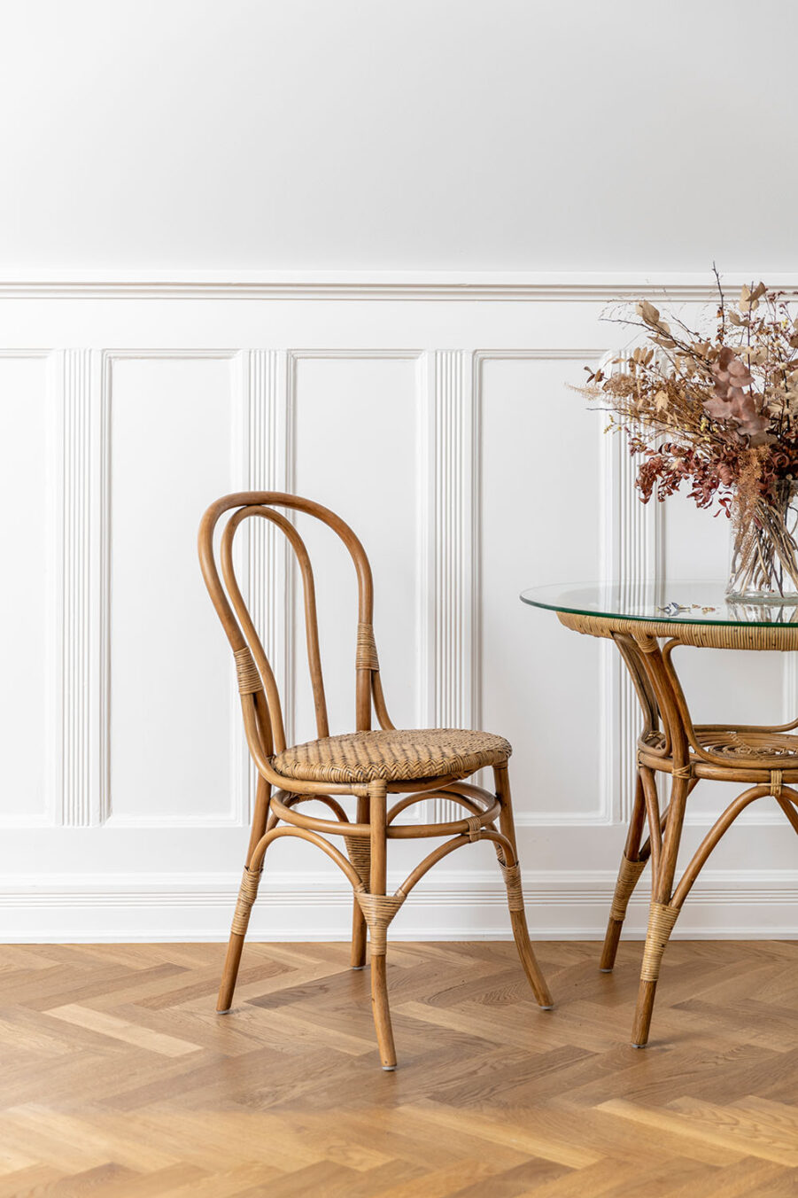 Sika-Design Lulu stol antik och Monet sidobord