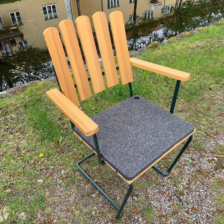Bild på Woolhyttan dyna med A2 stol.