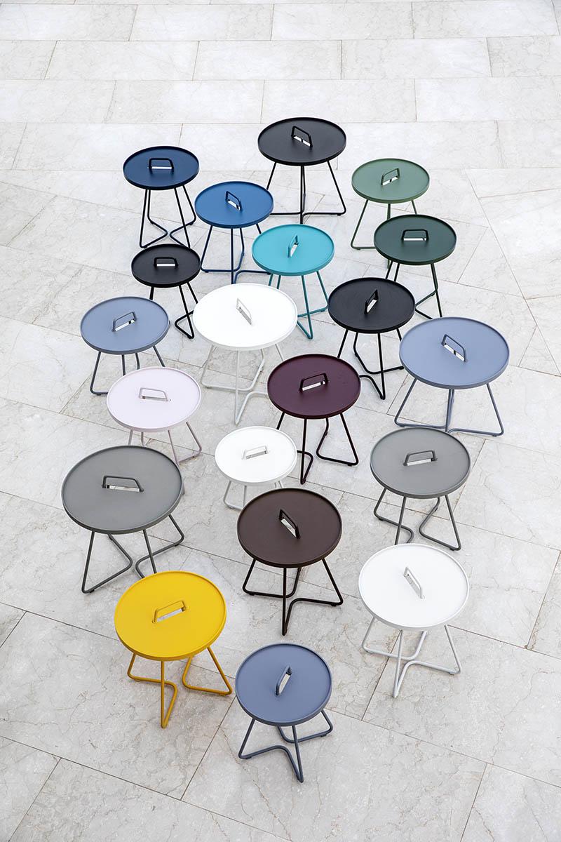 Omn-the move sidobord i olika färger.