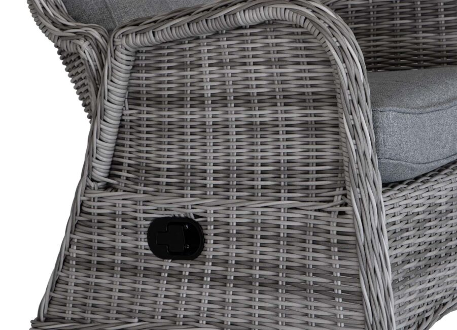 Detaljbild på Rio fåtölj i pärlgrått.