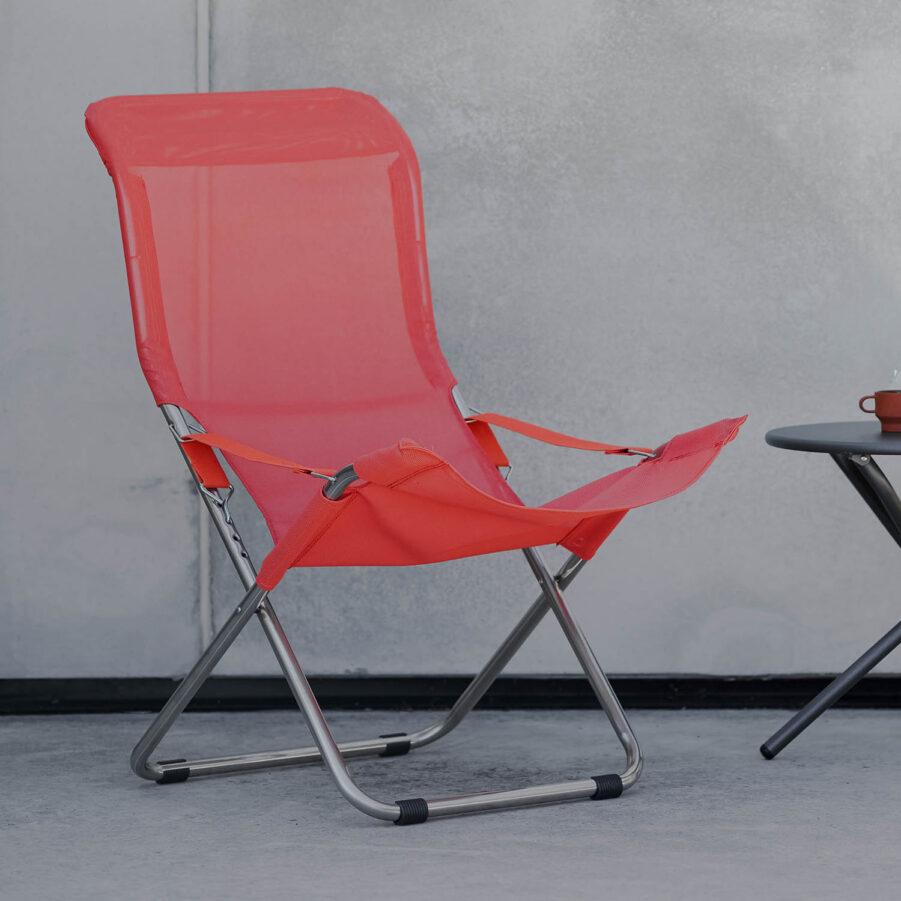 Fiessta fällbar stol i ljusrött från Fiam.