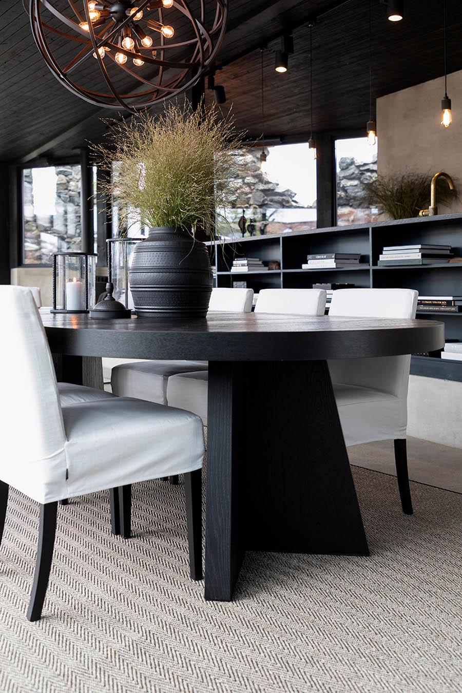 Artwood Trent förlängningsbart matbord 130-250x130 cm svart och