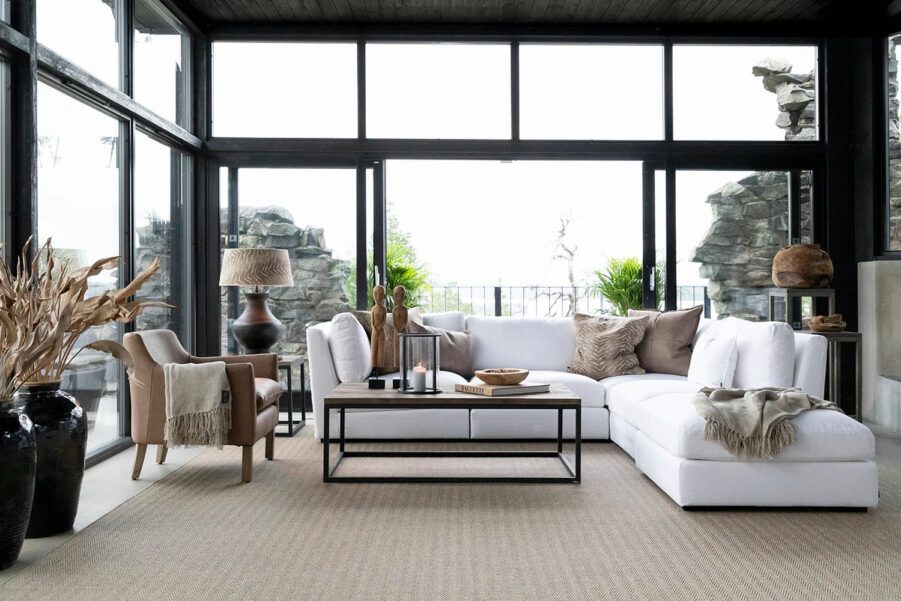 Artwood Harbour fåtölj + Mendoza lykta stor Ø23x31 cm och Tulum soffa