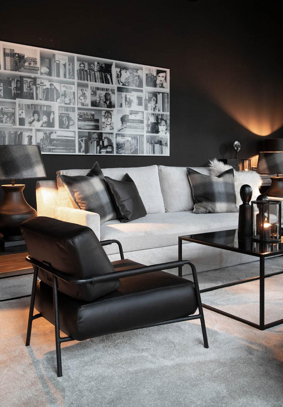 Miljöbild p soffgrupp med soffan Guilford i true grey och soffbordet Reeves.