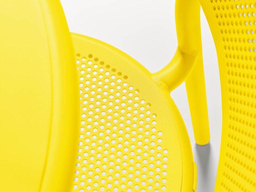 Detaljbild på Toni stol i citrongult.