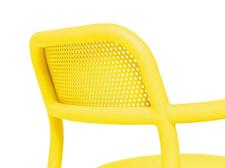 Detaljbild på Toni karmstol i citrongult.