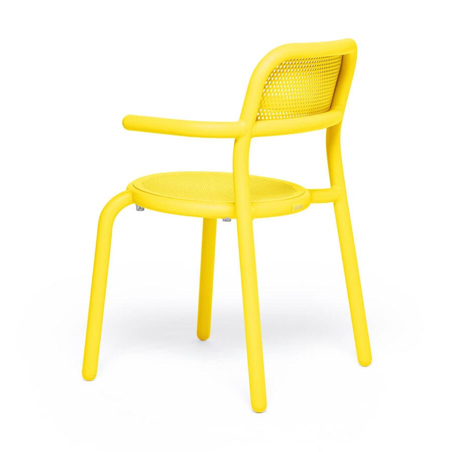 Bild på Toni karmstol i citrongult.