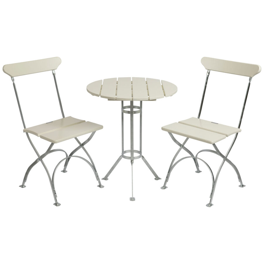 Bryggerigrupp i vitlackad ek med två stolar.