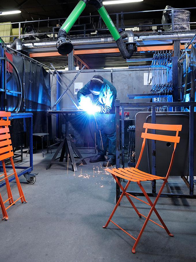 Bild på Bistro stål i Fermob-fabrik.