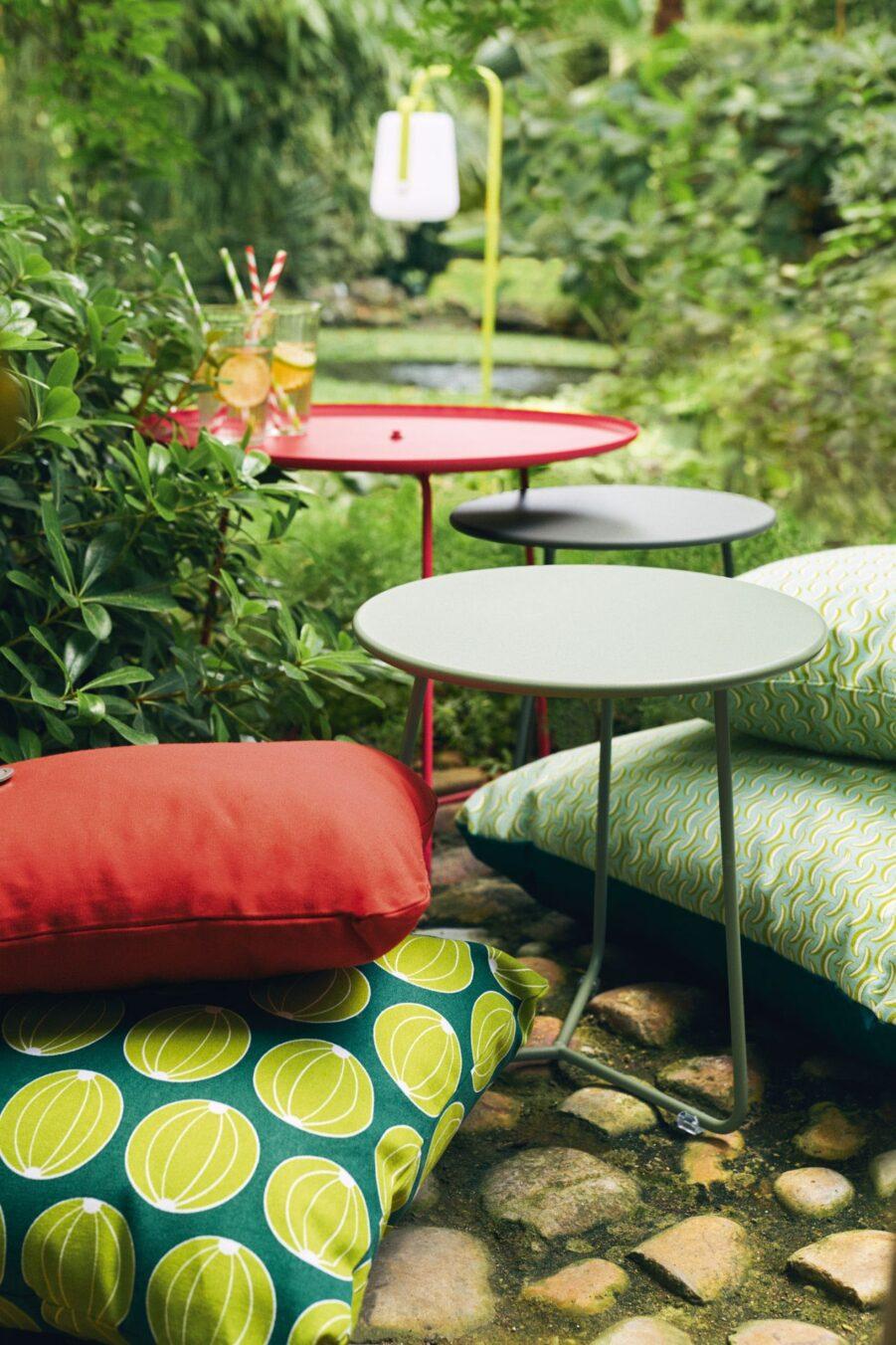 Miljöbild på Cocotte sidobord i olika färger och storlekar.